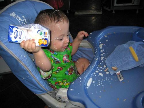 малыш и молоко