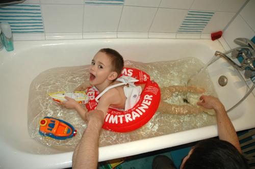 29 июл 2014. Круг для плавания swimtrainer фото. Среднее: 4. 4 (30. Очень много отзывов про красный, а мой про оранжевый!. + фото. Моему сыну 2.