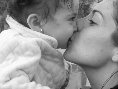 Между ног мами целовать