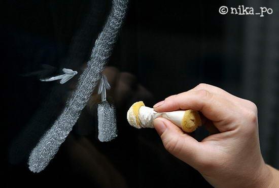 Узоры на стекле зубной пастой своими руками