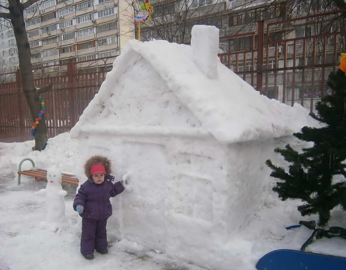 Постройки из снега на участке детского сада своими руками фото