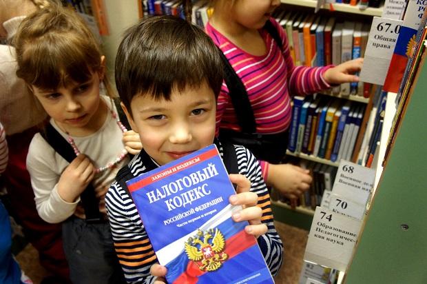 ребенок в библиотеке