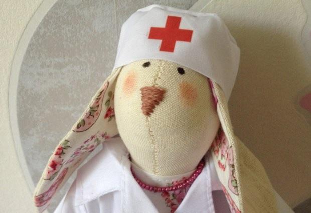 врач в детском саду