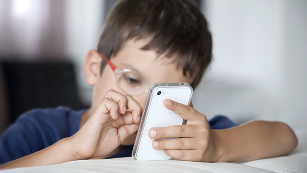 boy-smartphone