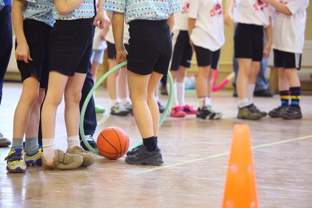 кроссовки и физкультуру