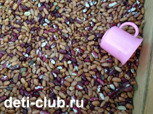 песочница с фасолью